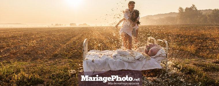 Un mariage à la campagne permet de faire des photos originales, en utilisant les lumières extérieurs ainsi que le décor à votre disposition.