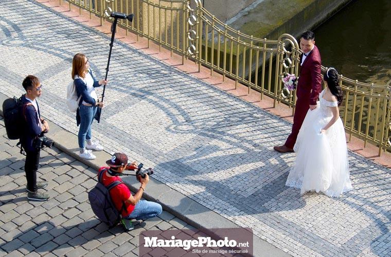 Choix du photographe de mariage : Un photographe de mariage doit travailler avec du matériel professionnel.